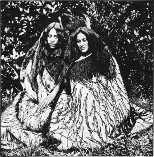 The Secret Museum of Mankind, Oceania, Maori women