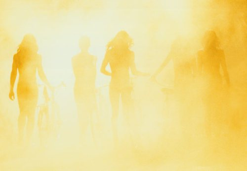 Ryan McGinley, série I know where the summer goes, Untitled (Yellow, Bikes), 2007